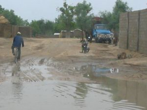 01.06.2005 - Radfahrer in einem Stadtteil von Maroua