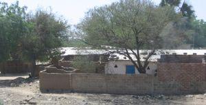 Haus mit Mauern in diversen Baustilen.