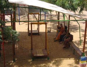 Missionarskinder unter sich - Gespräche am Spielplatz.