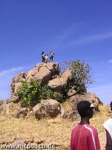 Endlich auf dem Gipfel: Timon zusammen mit anderen Bergsteigern