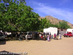 Warten an der Grundschule Mora Massif