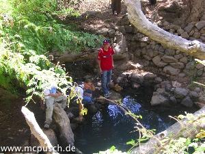 Wasserstelle, verbunden mit einer Legende von einer weissen Kuh