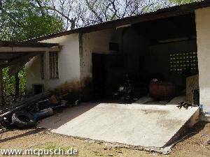 Das Generatorhaus, es gibt auch eine Grube für Reparaturen an Fahrzeugen.